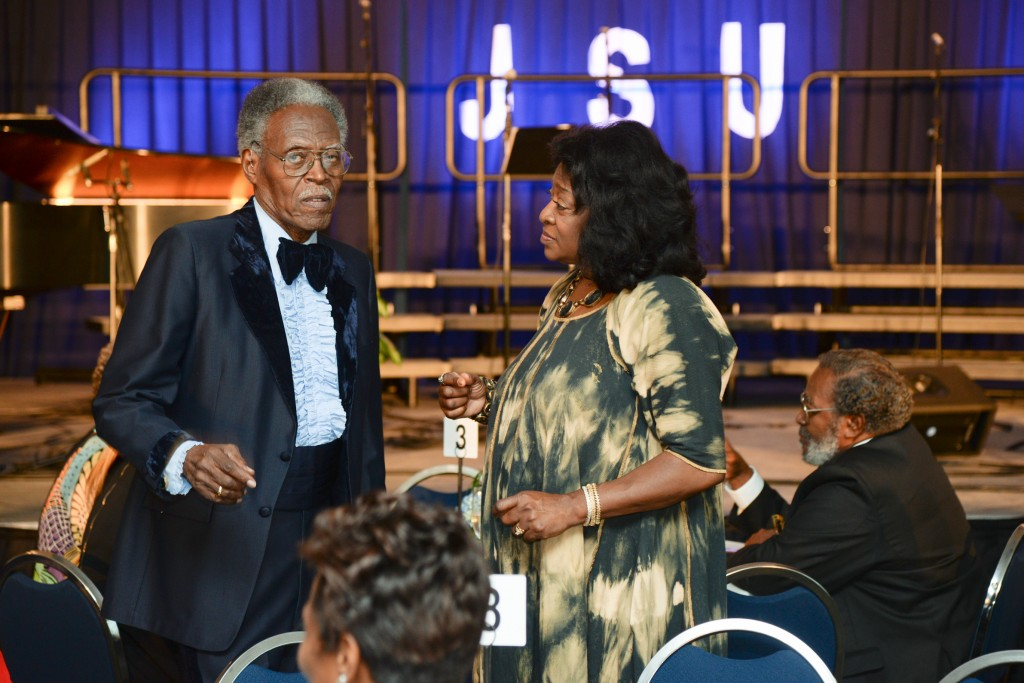 Stewart talks with former JSU president John A. Peoples Jr. She says her advice to actors is an old saying of Peoples: 'To Thine own heart, be true.' (Photo by Charles A. Smith)