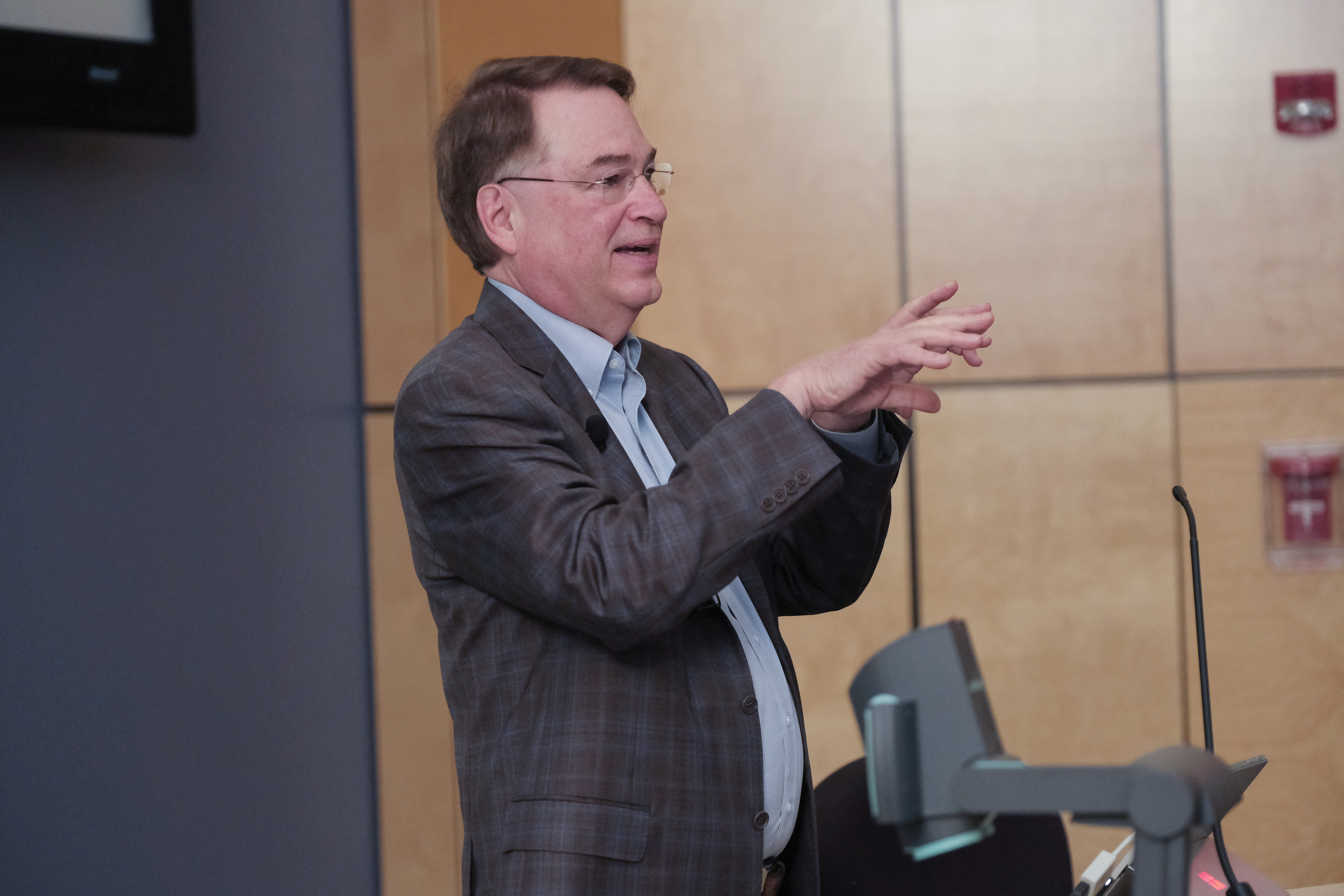 Big Data thought leader Larry Smarr, holder of the Harry E. Gruber professorship in UCSD's Department of Computer Science and Engineering lectured in the auditorium of the College of Science, Engineering and Technology. Professor Smart speculated on the exponentially growing machine intelligence and how it will increasingly inter-operate with human intelligence. (Charles A. Smith/University Communications)