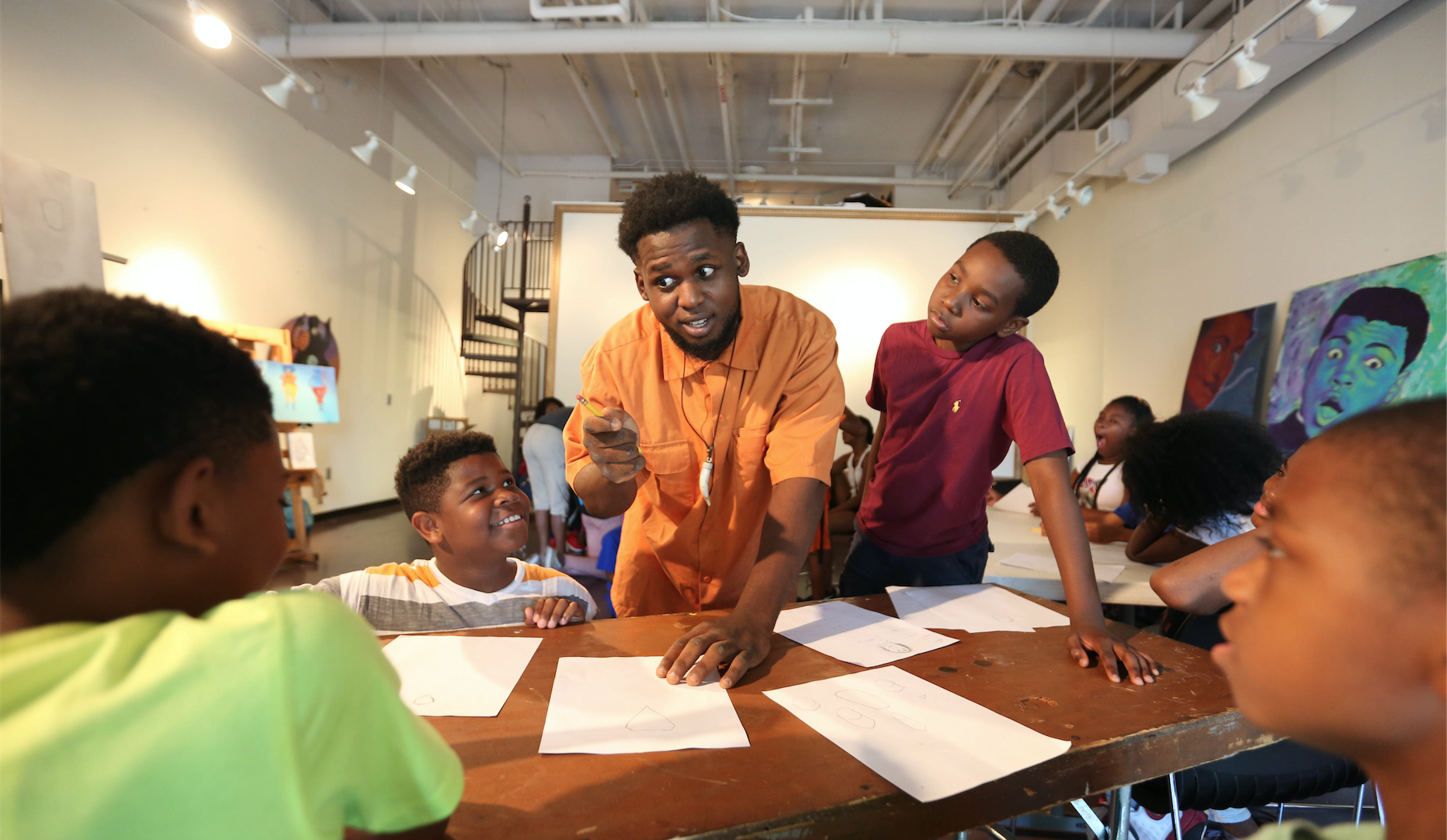 Comic book illustrator Kwame Braxton is the center of attention as students listen to his basic tips for drawing animation. (Photo by Kentrice S. Rush/JSU)