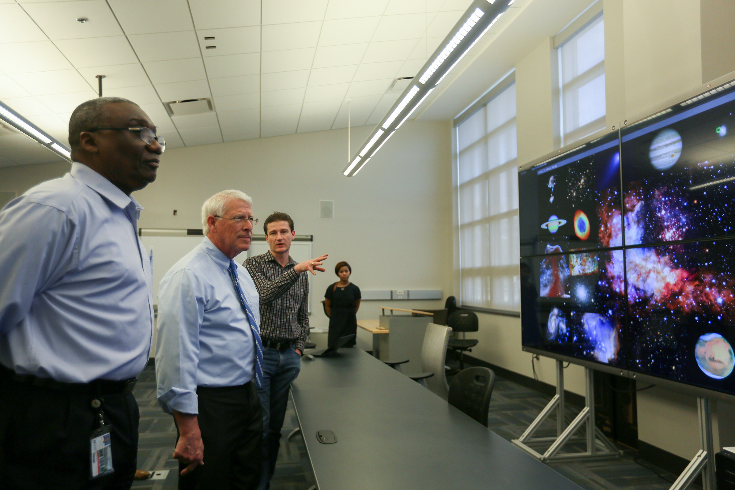 Showcasing some of CSET's latest technology, JSU professors explain aspects of the solar system to Wicker. (Photo by Aron Smith/JSU)