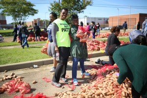 JSU staffers get in on the action through their volunteer efforts. (Photo by Charles A. Smith/JSU)