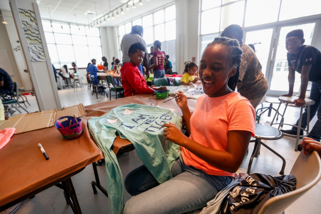 MaLeah McNair could not help but smile and laugh as she worked on her tiger eyes t-shirt. (Photo by Charles A. Smith/JSU)