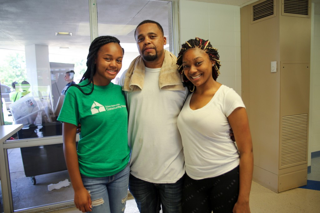 """DeJohn Mann, center, says he is confident that his daughter, Anejia Mann (left) will do well. """"She understands that us paying for these classes means she is going to make sure she is going to succeed."""" Mann's friend, Krystal Coleman, (right) is also attending the HBCU. (Photo by Charles A. Smith/JSU)"""