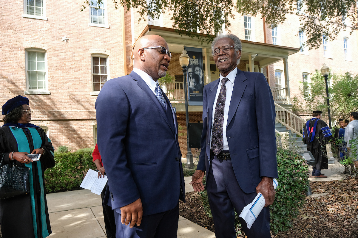 Dr. Bynum greets former JSU President Dr. John A. Peoples at the bell-ringing ceremony. (Photo by Charles A. Smith)
