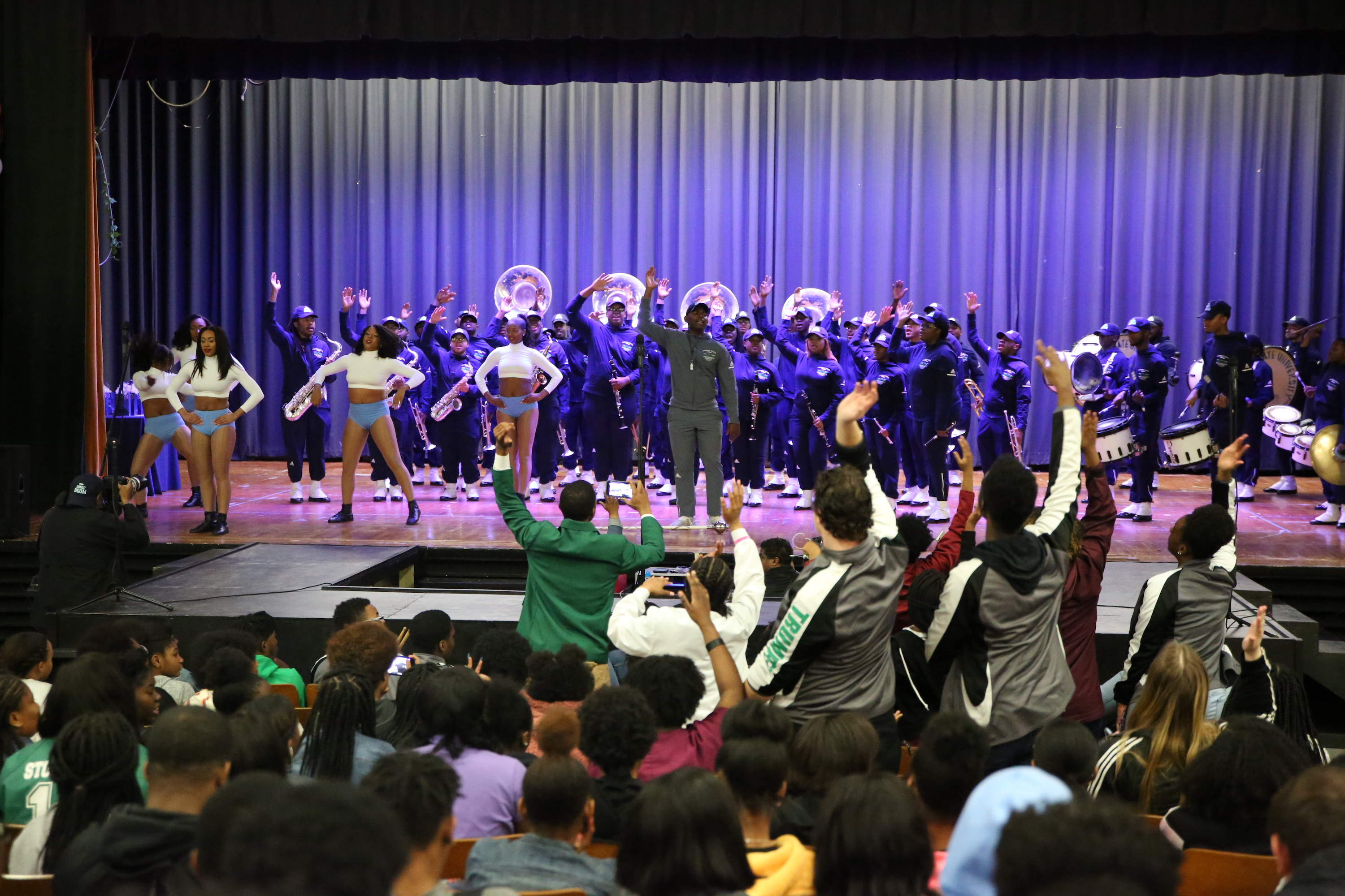 Vicksburg High reacts to the Sonic Boom of the South. (Photo by Spencer L. McClenty)