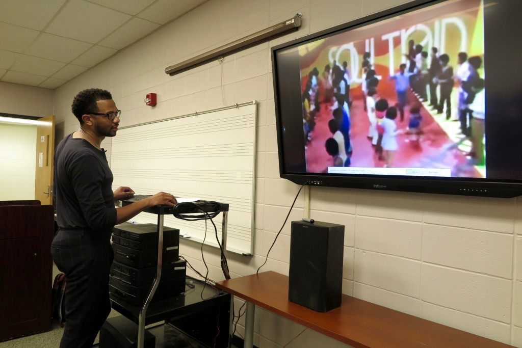 During his presentation on copyright infringement, Jeffrey Graves, attorney and JSU alum, gives students examples of songs that have been involved in some form of copyright controversy. (Photo by Rachel James-Terry/JSU)