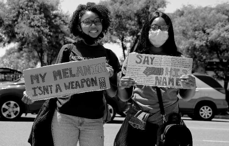 Two attendees show that melanin matters while pausing for a photo. (Photo by Wakil Atig)
