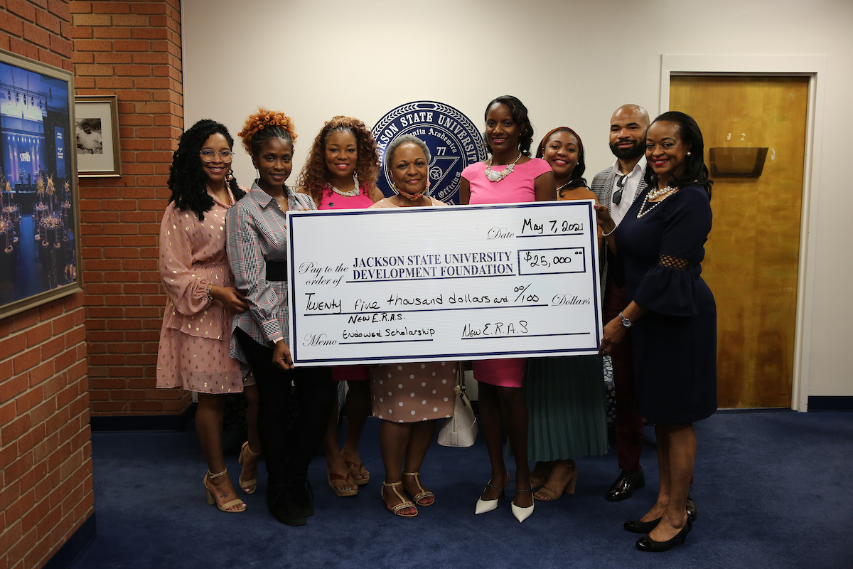 Members of the 2007 Gamma Rho chapter line of Alpha Kappa Alpha Sorority, Inc., at Jackson State University presented a check toward its eventual $50,000 student scholarship endowment. (Photo by Aron Smith/JSU)